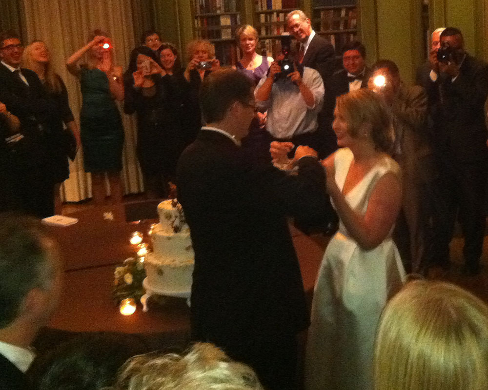 Diana & John cut the cake at Meridian House